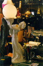 Statuette, globe