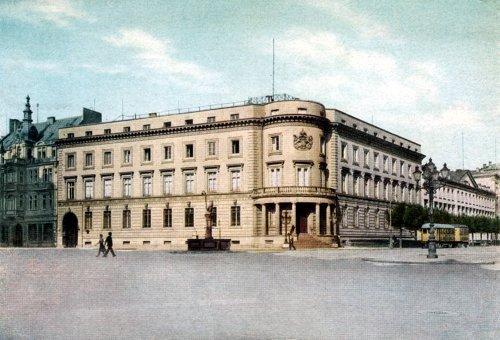 Postcard photo - prewar view of Wiesbaden Stadtschloss, Germany (small)