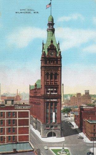 Postcard photo - Milwaukee City Hall, 25 May 1945 (small)