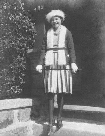 Esther Vera Howe (Franson), Milwaukee, late 1920s (small)