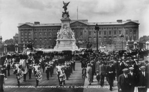 Victoria Memorial, Buckingham Palace, and Guards - London, February 1939 (small)